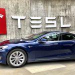 Tesla auto kao simbol koji asocira na Elon Musk i tajna njegovog uspeha
